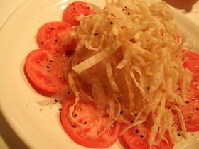 トマトと新玉ねぎのパリパリサラダ