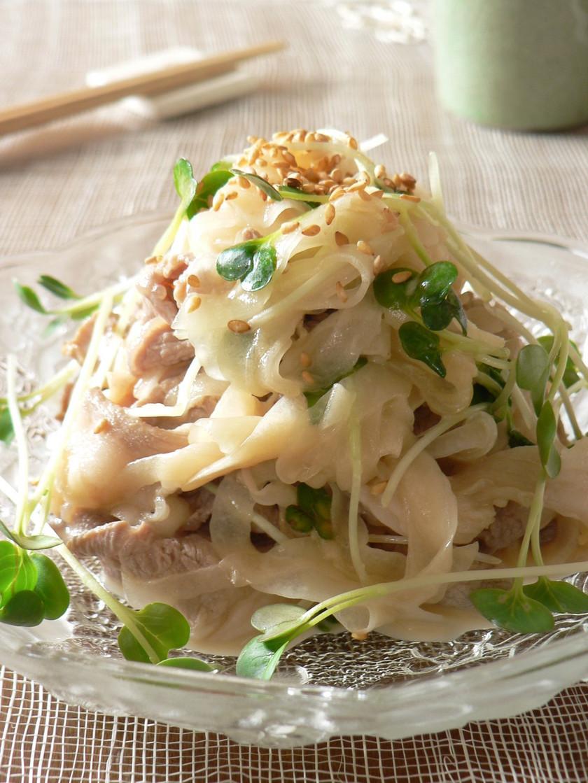 新玉ねぎと豚肉のガーリックマヨ味サラダ