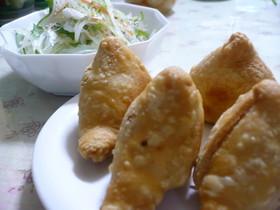 インド人が作るカレー屋さんで食べたサモサ