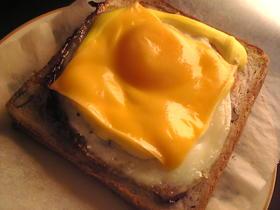 ベーコンエッグチーズマヨネーズトースト