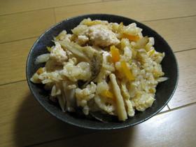 鶏ひき肉ごぼうの野菜たっぷり炊き込みご飯