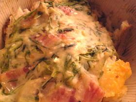 ベーコンと水菜とパンのチーズ風味グラタン