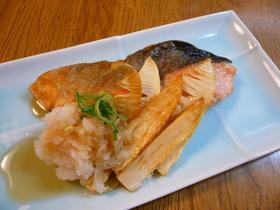 おろしでさっぱり☆鮭と筍の和風ソテー