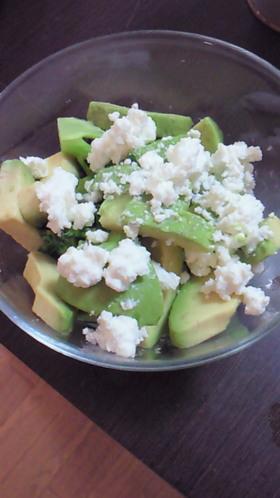 ブロッコリーとアボカドのサラダ