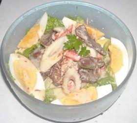 桜肉缶詰&カニカマ&竹輪&レタスのサラダ