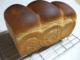 HB故障!で即席★手捏ね黒糖全粒粉食パン