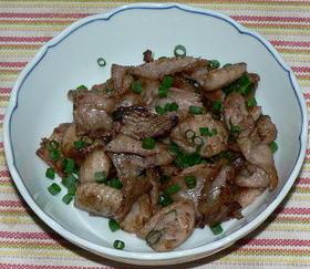 梅酢風味の鶏皮の塩炒り