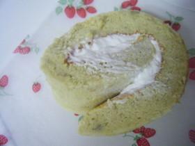 バナナシフォン生地のメープルロールケーキ