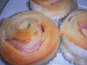 炊飯器で発酵パン(ハムチーズロール)