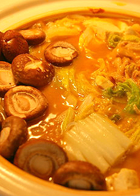 白菜と豚肉の味噌にんにく無水鍋