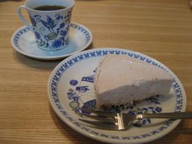 混ぜて冷やしておいしい苺レアチーズケーキ