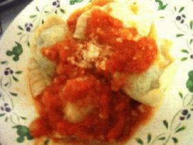 カッテージチーズとほうれん草のラビオリ・トマトソース