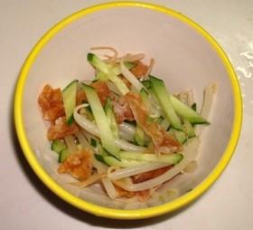 パリパリ鶏皮と野菜のピリ辛和え