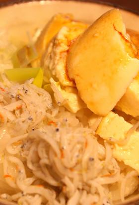 しらす(ちりめんじゃこ)豆腐のせご飯