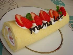 ロールケーキ 苺で簡単デコ♪