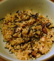ツナ缶と乾物でお手軽な玄米炊き込みごはんの写真