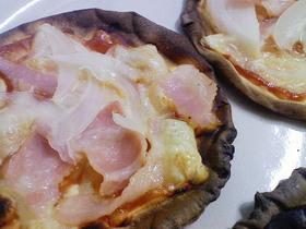 ギョーザの皮でパリっとピザ風ミニおやつ
