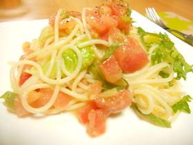 レタスとトマトの冷たいパスタ