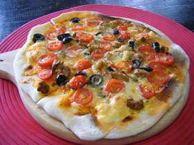 トマト+ブラックオリーブのPIZZA