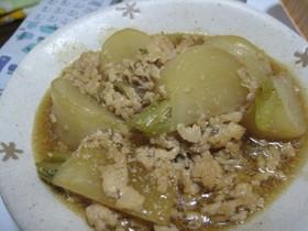 カブと鶏挽肉の煮物