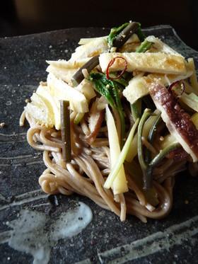 山菜焼き蕎麦ペペロンチーノ風