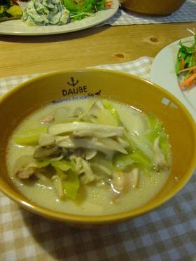 鶏肉ときのこの豆乳スープ