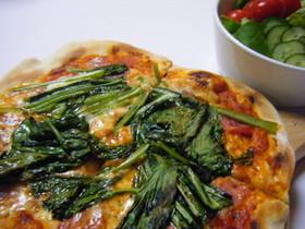 小松菜とベーコンのピザ