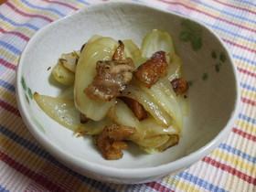 簡単!鶏皮と玉ねぎのシンプル☆炒め