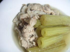 豚肉とフキの簡単煮物☆皮はピーラーでむく