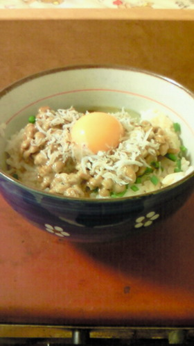 簡単朝ご飯!しらす納豆丼☆