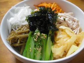 茹で鶏と春野菜のピビンパ