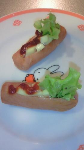 お弁当 ウインナーでミニホットドッグ