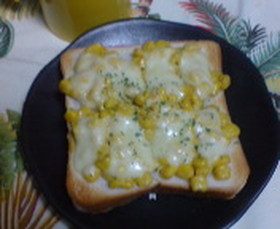 コーンのカレーチーズトースト