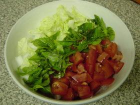 白菜・トマト・バジルのサラダ