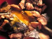 カツオのタタキの漬けマヨ卵丼の写真