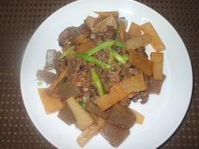 牛肉とこんにゃくのピリ辛みそ炒め