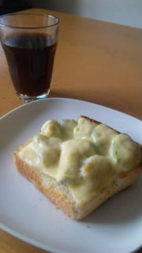 バジル香る♪アボマヨチーズトースト
