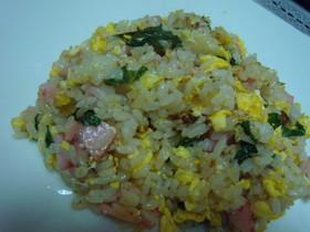 お魚ソーセージと大葉 チーズの彩り炒飯