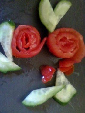 キャラ弁にぷちとまとのバラ(飾り切り)