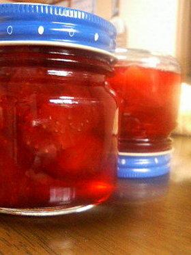 甘酸っぱいソースのような苺ジャム♪
