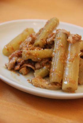 蕗と豚肉の胡麻味噌炒め