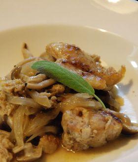 鶏肉のセージ風味の白ワイン煮