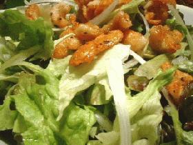 捨てずに使おう、鶏皮サラダ。