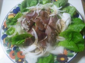 バルサミコ酢入り醤油タレ鰹と玉葱のサラダ