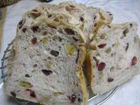HBふわっベリークルミレーズン黒糖食パン
