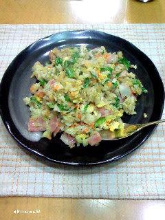 セロリの葉とレタスたっぷり旨っ!な炒飯