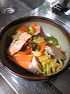 鮭と野菜の蒸し焼き