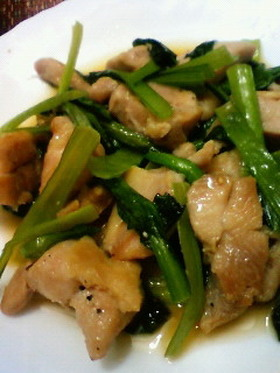 鶏肉と小松菜のにんにくバター醤油炒め