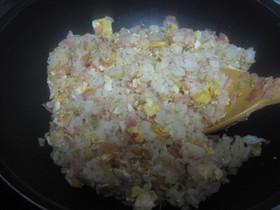 丸鶏ガラスープで炒飯