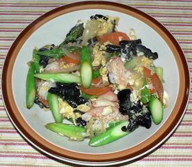 グリーンアスパラとカニかま、卵の彩り炒め